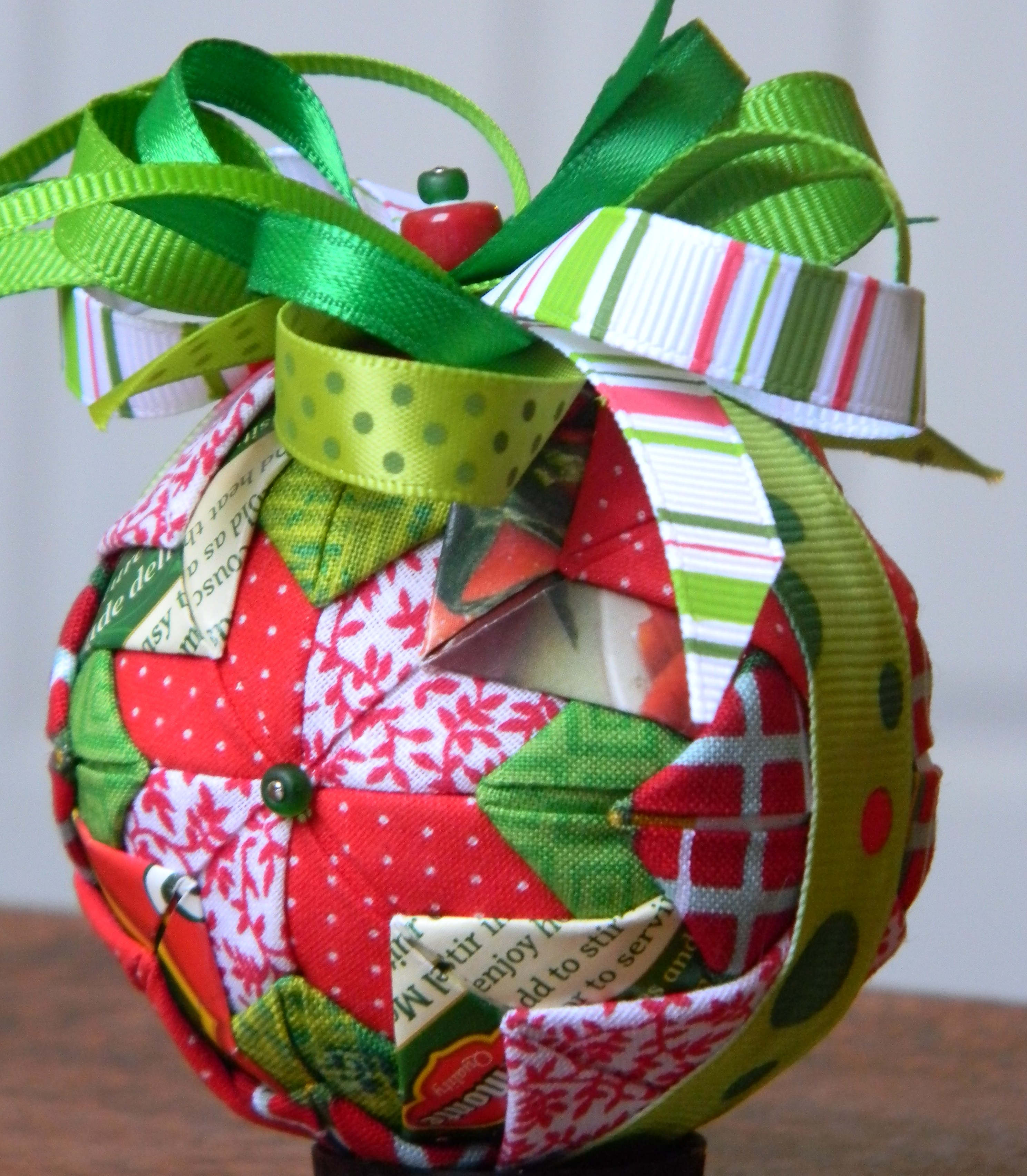 A Holiday Ecology: Christmas Tree Ornaments from Recycled ...