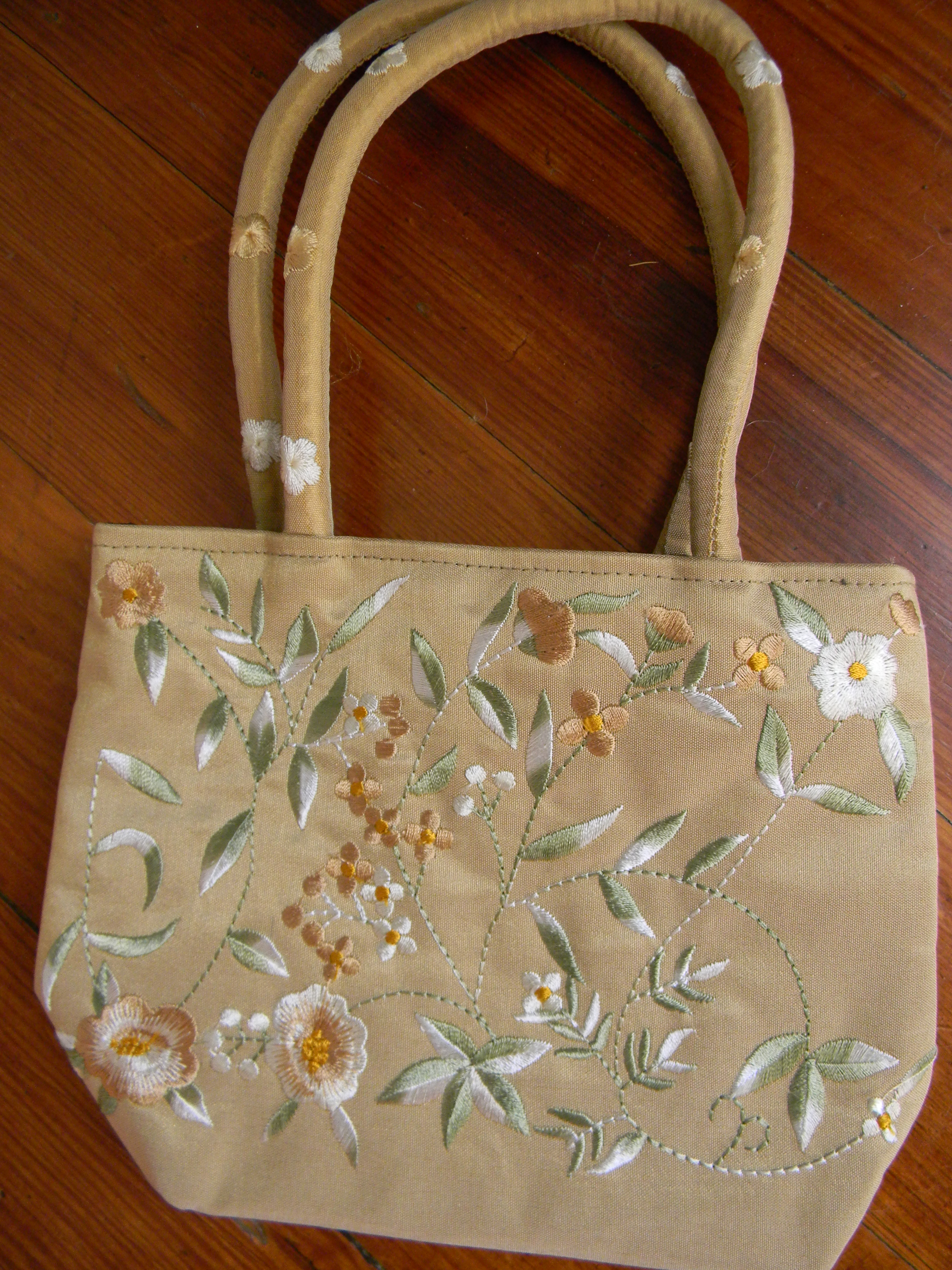 """Signs of bag lady chic an expat triumphs over """"purse"""