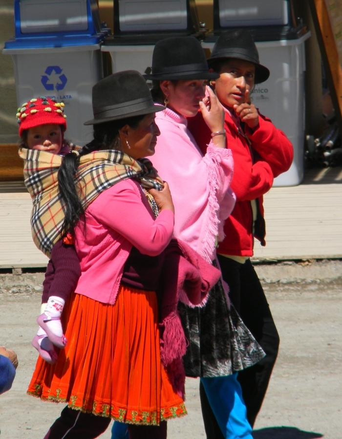 Local Cañari families arriving to celebrate the solstice at Ingapirca.