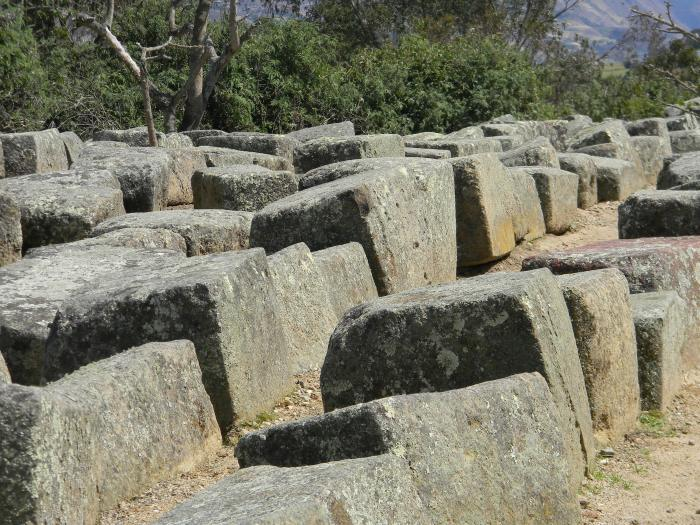 Right-angled stones cut the Incan way