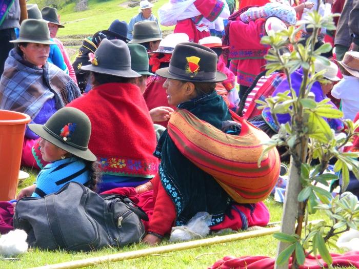 Cañari families picnicking at Ingapirca
